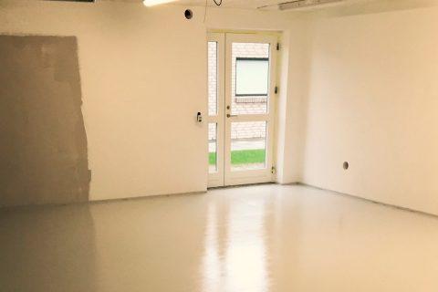 Fuldspartling og maling af gulv i garage